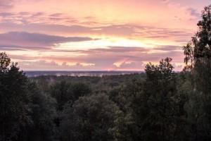 Saulė leidžiasi ant Šatrijos kalno